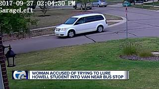 Middle School student runs home after stranger tries to get her into a car - Video