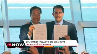 Scott Walker signs Memorandum of Understanding for Foxconn plant - Video