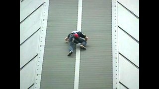 Man Climbs 46-Storey Skyscraper - Video