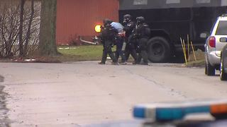 Barricaded gunman in custody after hours long standoff in Troy - Video
