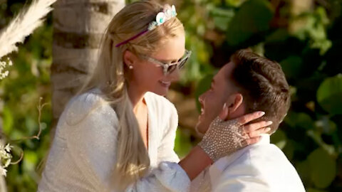Paris Hilton Gets ENGAGED & Celebrity Friends REACT!
