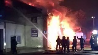 120 Firefighters Battle Large Warehouse Blaze in Tottenham - Video