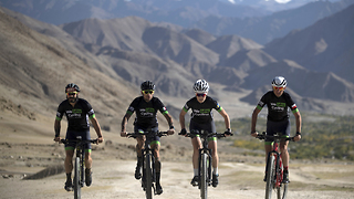 Cyclists Set Himalayan Speed Record