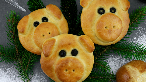 These 'Happy New Year Piggies' are a great holiday snack