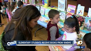 Elementary students receive books from 10News