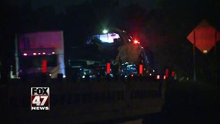 Rollover accident temporarily closes down highway - Video