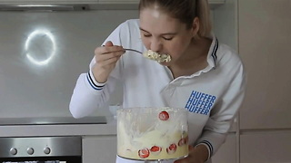 Model Nela Zisser Is An Insane Competitive Eater - Video