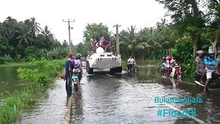 Sri Lanka Army Vehicles Power Through Flooded Village - Video