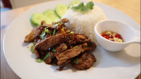 Thai fried pork with garlic and pepper