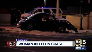 Woman dies after single car crash in Phoenix - Video