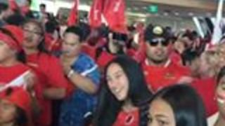 Ecstatic Fans Greet Tongan Rugby League Team at Christchurch Airport - Video