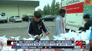 Local business is giving away free Thanksgiving meals to those in need - Video