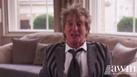 """Rod Stewart Wows Listeners With Rendition of """"Should auld the acquaintance be forgot"""""""