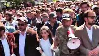 Opposition Leader Pashinian Leads Supporters Through Yerevan to Mark Armenian Genocide - Video