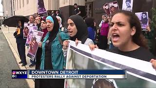 Protestors rally against deportation of Palestinian activist - Video