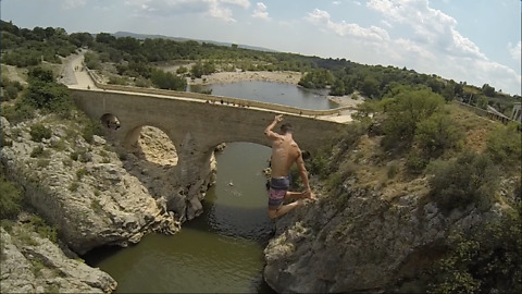 Daredevil Jumps From 88 Feet High Bridge Into Deep Waters
