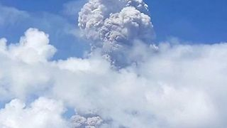 Ash Cloud Rises From Mayon Volcano as Officials Warn of Imminent Eruption - Video