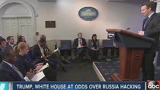 Trump, White House at odds over Russia hacking - Video