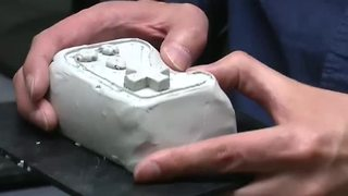 Machine mixes hands-on sculpting with 3D printing - Video