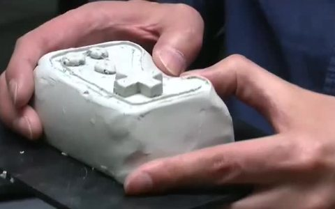 Machine mixes hands-on sculpting with 3D printing