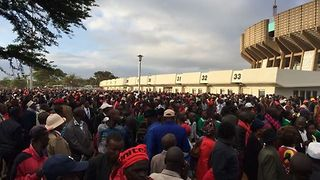 Crowds Gather Outside Nairobi Stadium for Uhuru Kenyatta's Inauguration - Video