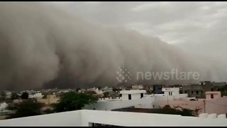 Massive dust storm swept up from desert engulfs city in northern India