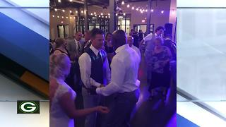 Donald Driver crashes Green Bay couple's wedding reception - Video
