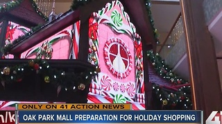 Behind the scenes at Oak Park Mall during holiday season - Video