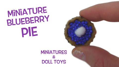 Miniature blueberry pie DIY