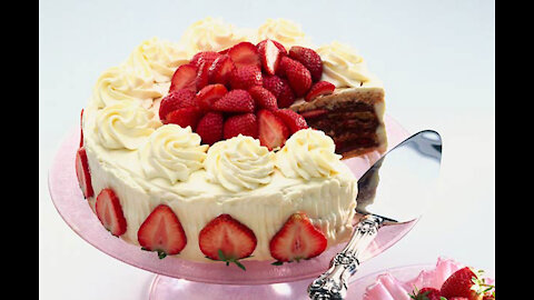 Strawberry cake with lots of cream
