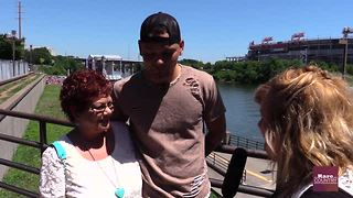 Kane Brown talk about family with Tricia Despres - Video