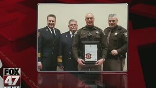 Deputy honored after rescuing 3 from burning condo - Video