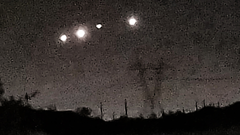 """Mystery"" UFOs with bright lights in formation spotted in Arizona"