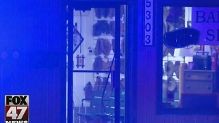 Overnight break-in at local barber shop - Video
