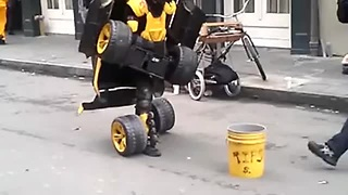 Street Performer In New Orleans Pulls Awesome Transformer Tricks
