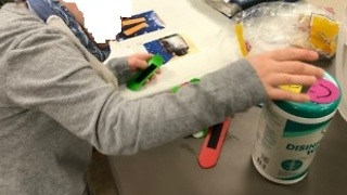 Pull-Apart-Plastics Develop Fine-Motor Skills  - Video