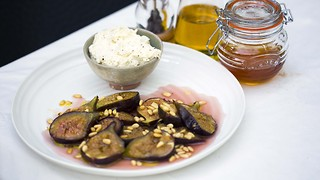 How to make honey-roasted figs with mascarpone - Video