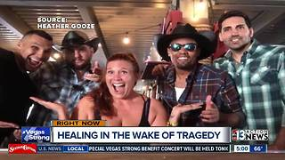 1 October bartender hopes to heal by honoring victims through random acts of kindness - Video