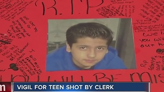 Father of teen killed wants clerk freed - Video