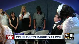 Couple gets married at Phoenix children's hospital