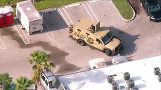 Delray Beach man barricaded inside home after shots fired - Video