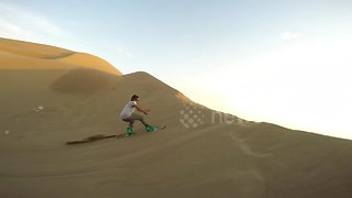 Daredevils go sandboarding across giant dunes in Chile - Video