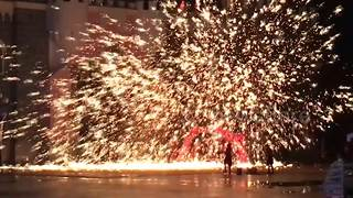 Amazing firework show performed in southern China - Video