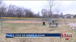 Cold weather sweeps into Omaha again - Video