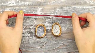 Glitter walnuts: Easy gift wrapping ideas - Video