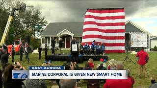Iraq veteran is surprised with 'smart home' - Video