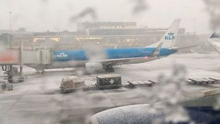 Heavy Snowfall Grounds Flights at Amsterdam Airport - Video