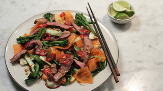 Asian seared beef with rainbow stir fry - Video