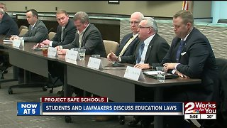 Students discuss education with legislators