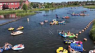 Hundreds float down river in dinghies during US heat wave - Video